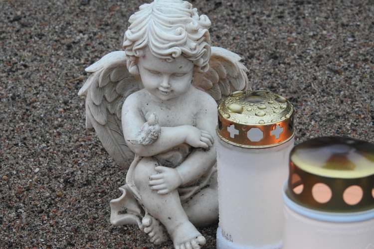 An angel statue and two candles